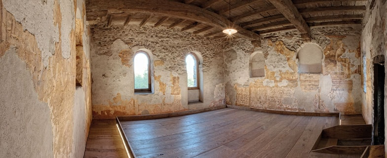 Lighting for the frescoes of a monastery