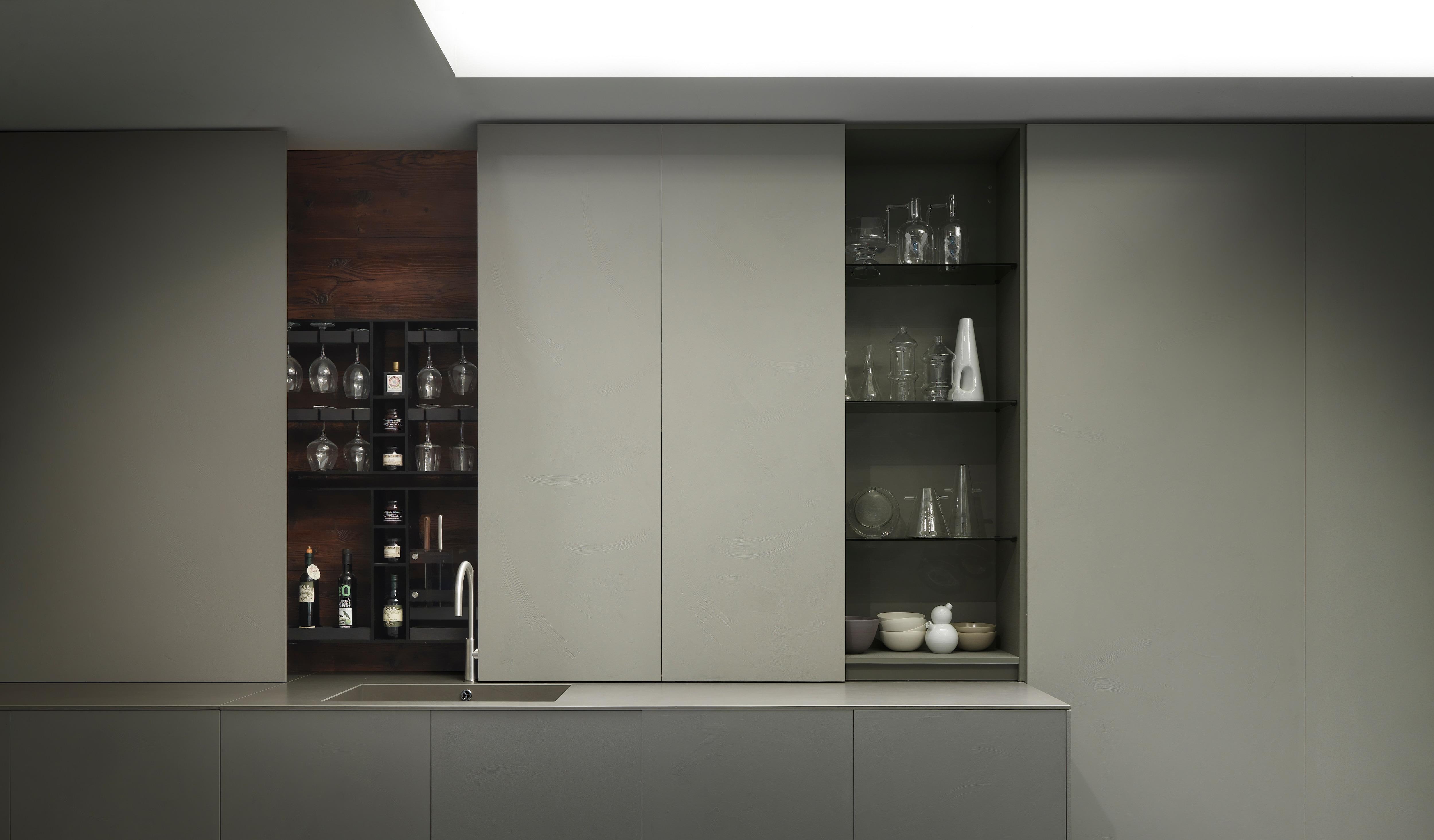 Modulnova Blade 4_Fianchi e base della cucina in resina nuova plumb ...
