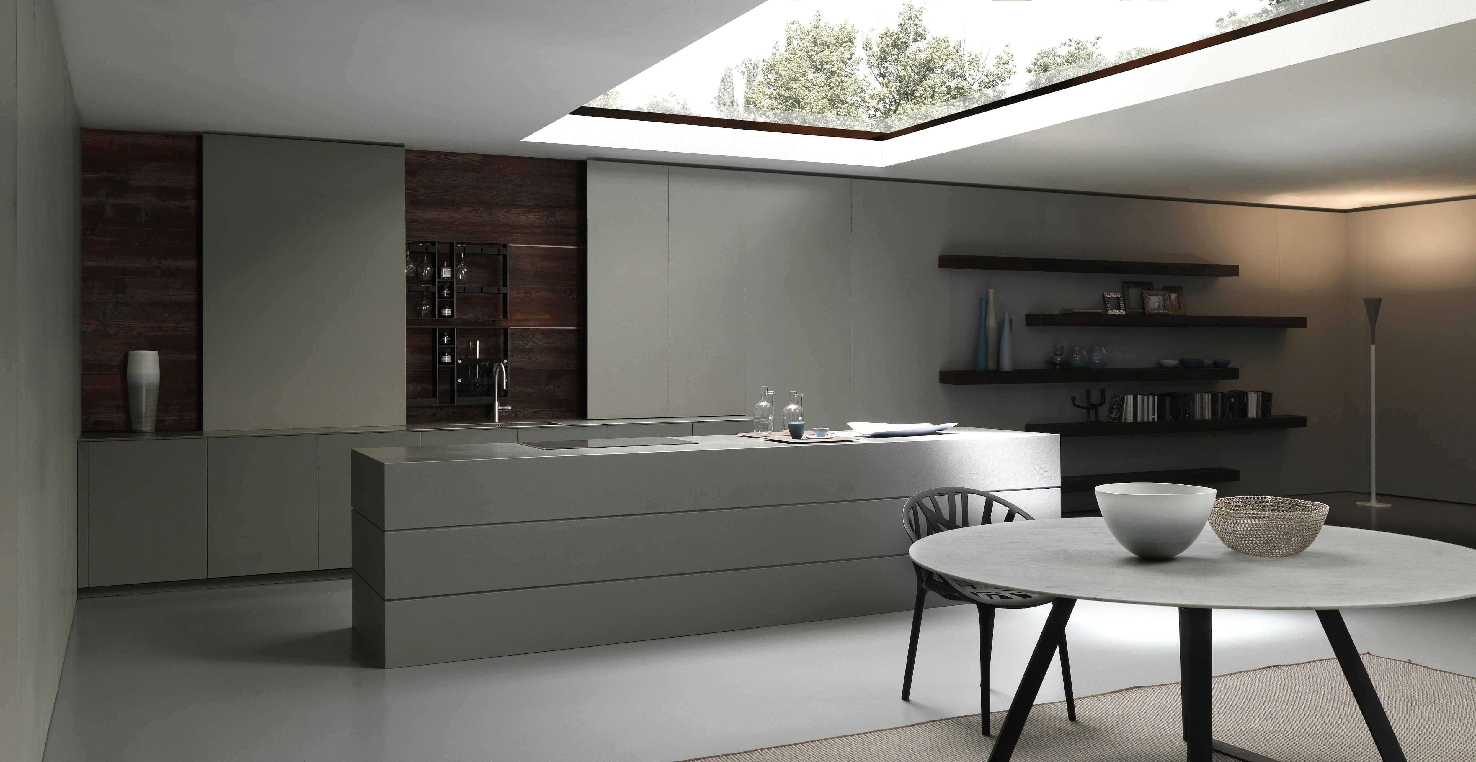 Modulnova Blade 4_Veduta cucina e soggiorno con tavolo Iron in marmo ...