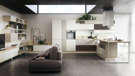 Foodshelf program by Scavolini, designed by Ora-ïto, composed of integrated kitchen and living room components. The protagonist of the kitchen is the large peninsula in Natura ash laminate – 4 cm wide – with the Network support for the range. The coordinated living area, made with storage components, features bases with doors in decorative Bianco Puro and open compartments in Salvia matte lacquer, resting on the Network support.