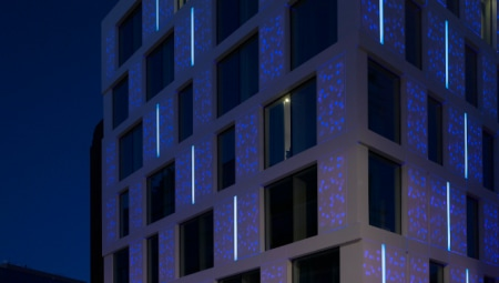 The new Motel One designed by Mackay + Partners in the historic Minories area of the City of London has an illuminted facade made with the DuPont™ Corian® high-tech surface (photo courtesy Mackay + Partners).