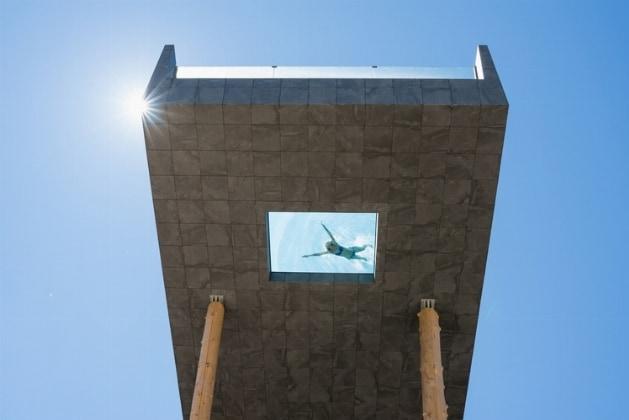 Swimming suspended between earth and sky interni magazine - Hotel hubertus piscina sospesa ...