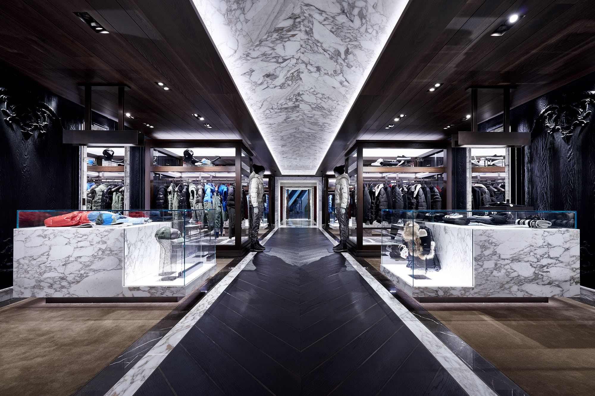 Moncler flagship store hong kong harbour city 1 for Showroom moncler milano