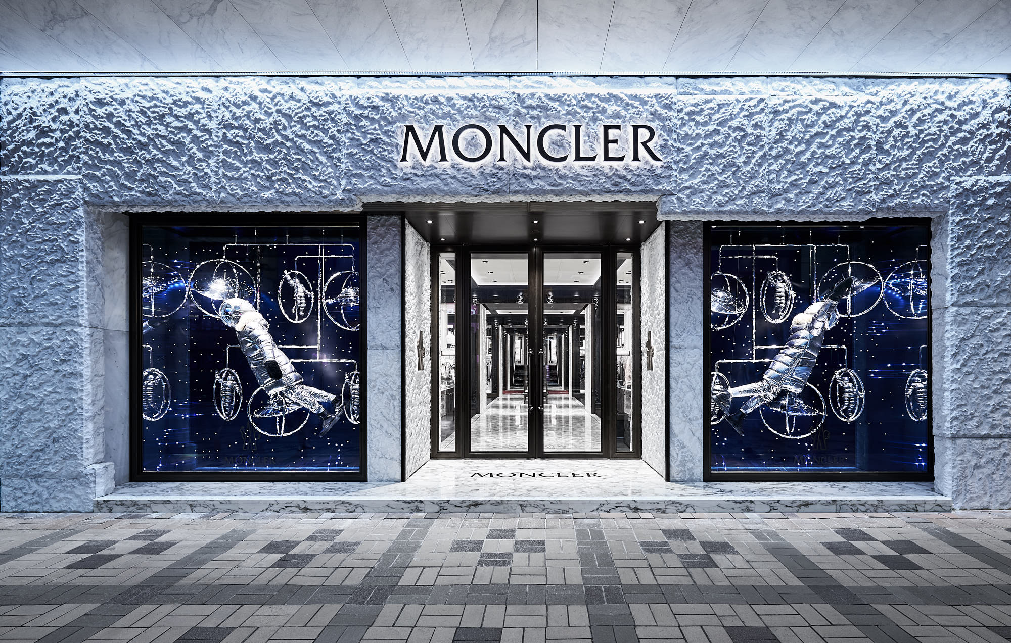 Moncler flagship store hong kong harbour city 5 for Showroom moncler milano