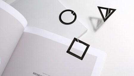 Il tavolino Fan, disegnato da Frank Chou per FCDS, elimina tutti gli elementi decorativi, per mettere a nudo il senso estetico della struttura, 'sbilanciata' da un equilibrio non simmetrico della forma che lo avvicina a un esito quasi-figurativo.