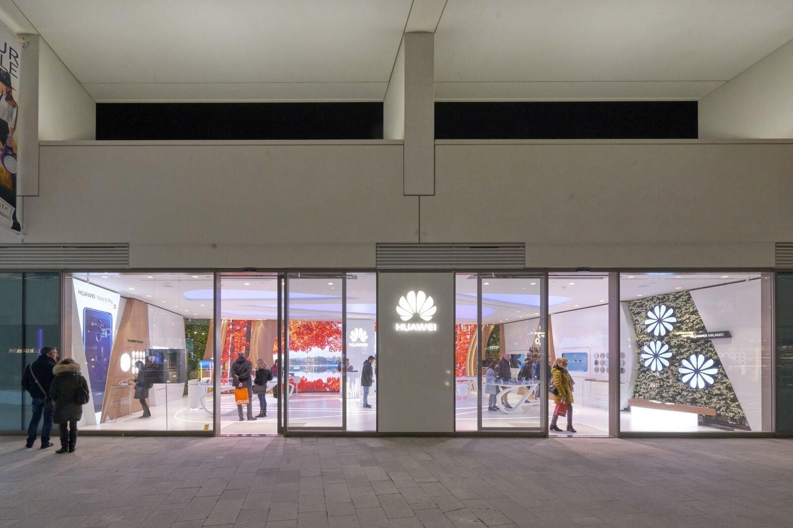 Huawei in milan interni magazine for Store design milano