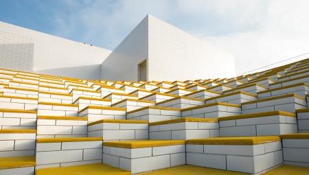 Una scenografica gradinata porta alle terrazze-gioco sfalsate su più livelli, come una maxi costruzione-giocattolo. L'illusione che l'edificio sia realizzato con veri mattoncini Lego è rafforzata dalle 'tegole' bianche di cotto che rivestono le facciate.