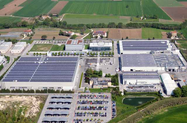 The large photovoltaic facility of iGuzzini