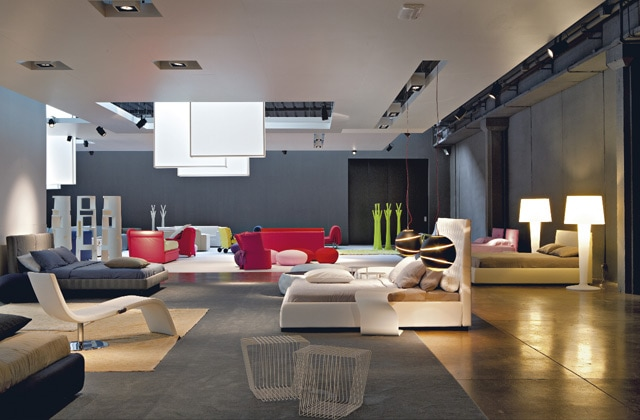 The design company opens a new showroom: 6000 m2, transformed from an industrial production unit to