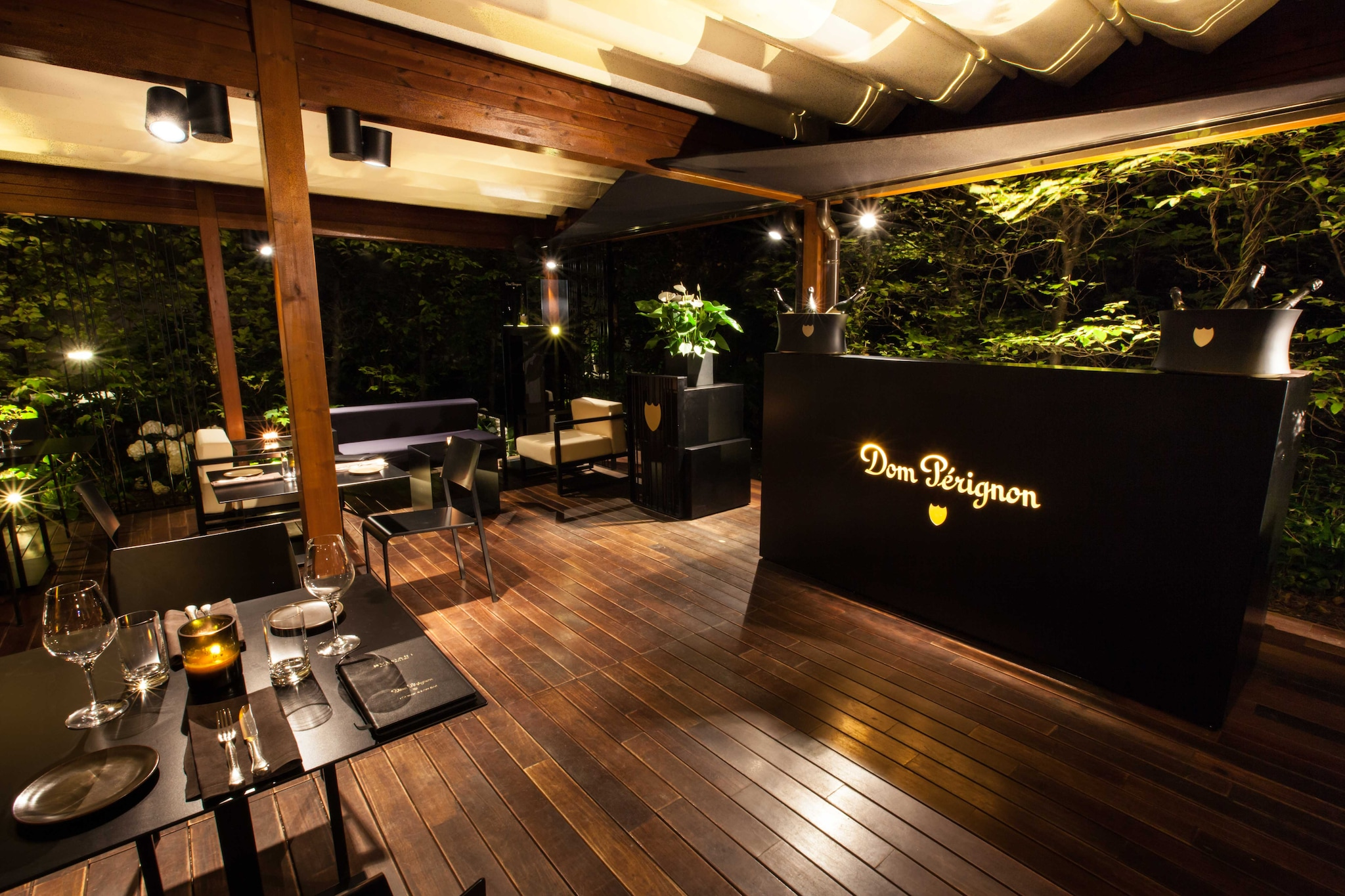 Dom Pérignon Lounge & Raw Bar in the garden of Hotel Bulgari