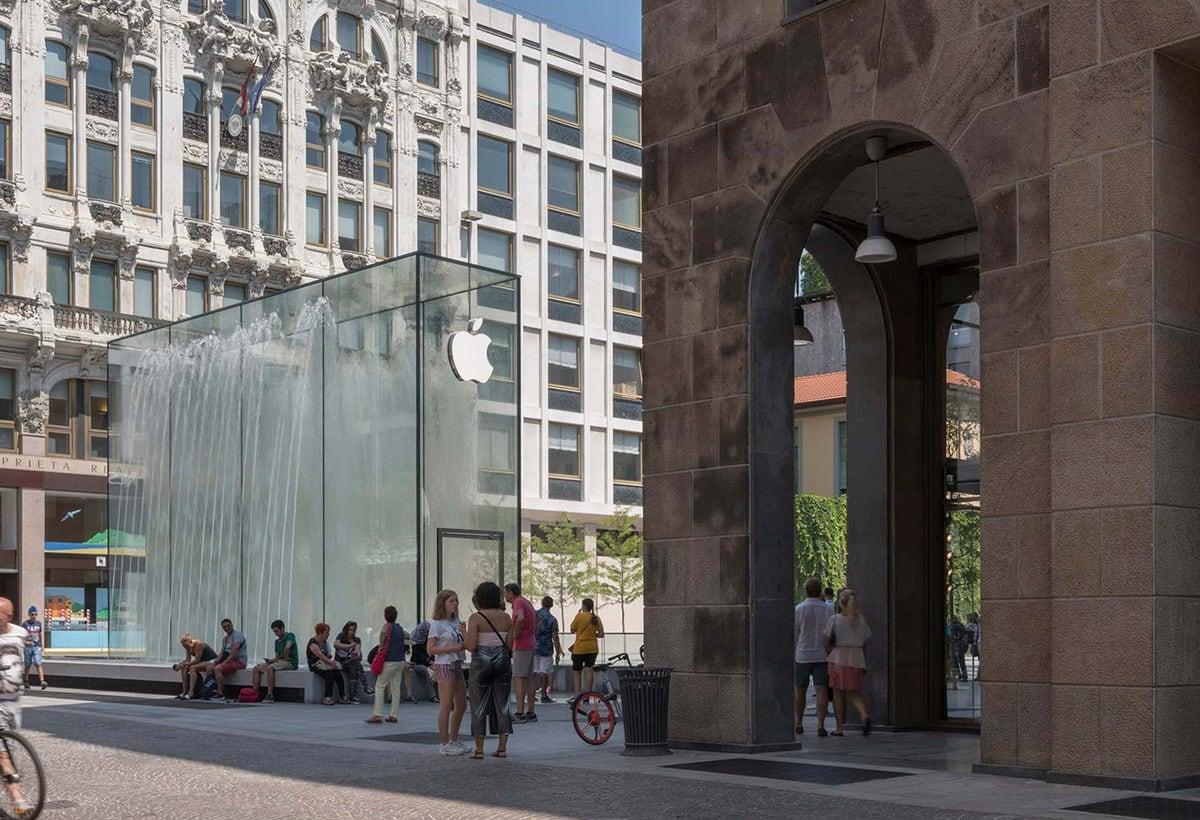 01_ apple piazza fontana