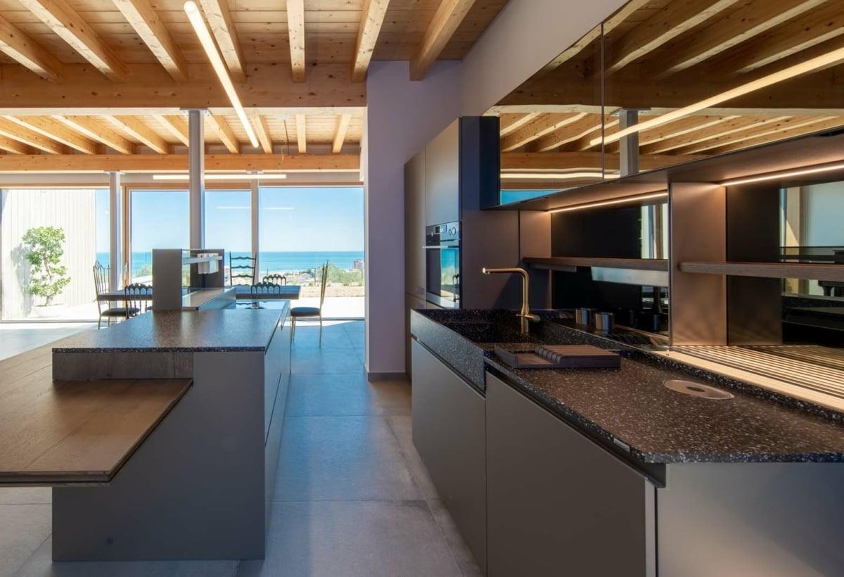 cucina e mare-residenza q-aretusi-valeria