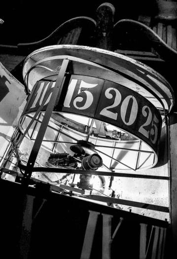 Oltre il sipario #1 Copyright © Fondazione Nino Migliori