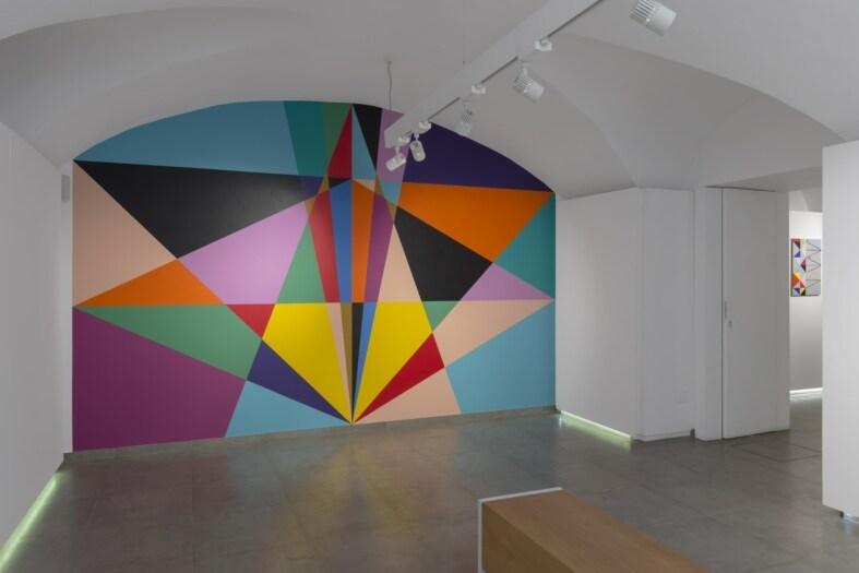02_Lothar Götz_Beyond_2021_acrylic_wallpainting_Installazione site specific-min