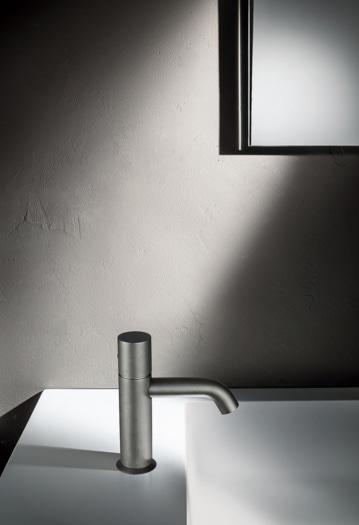 NOSTROMO – Miscelatore lavabo monoforo Raw Metal PVD – 2021 _1