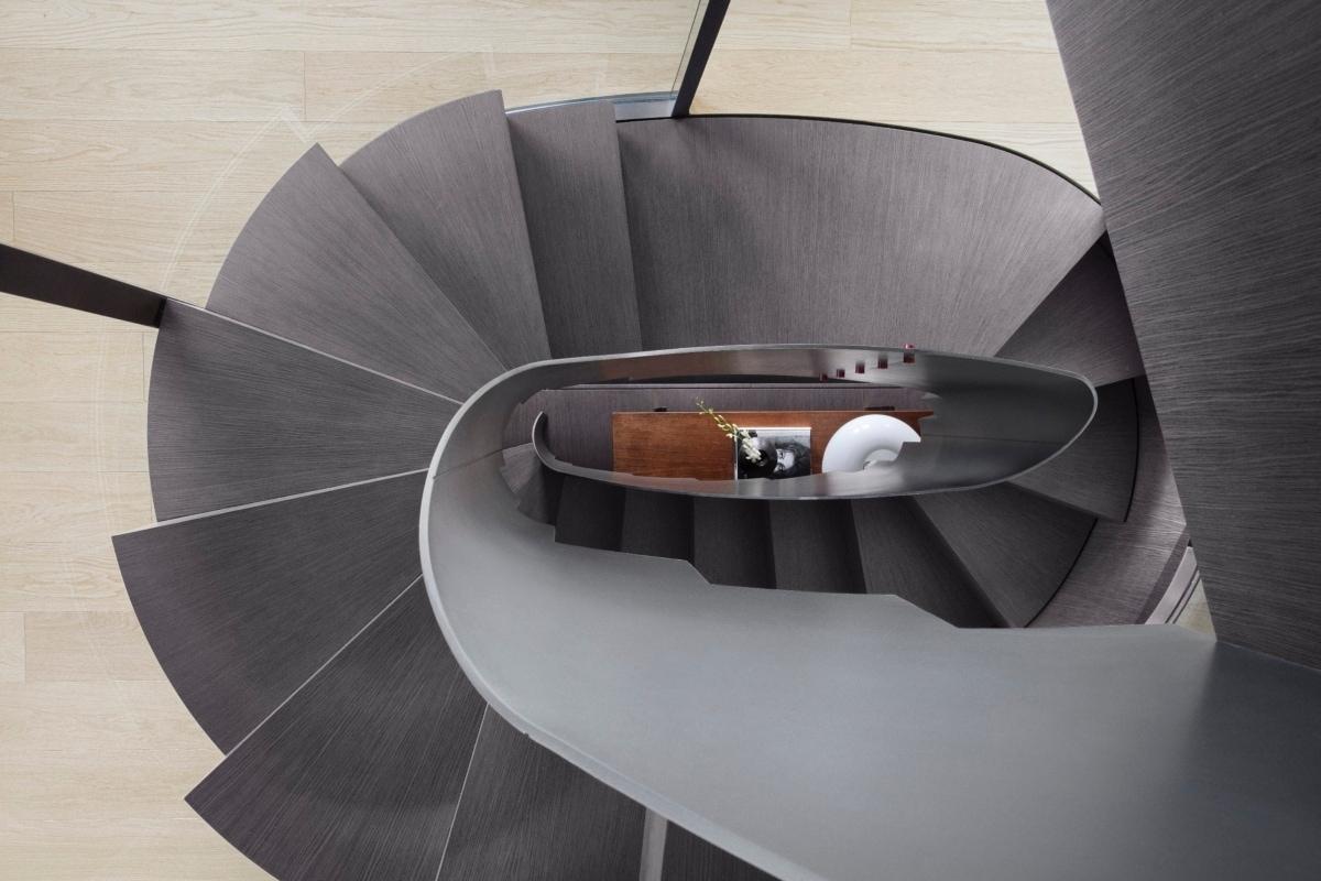 10 10 – Sanlorenzo_SX112_stairs_photo by Thomas Pagani