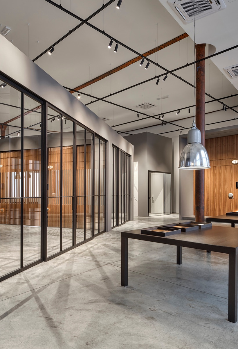Lualdi: a new showroom and a Starck product